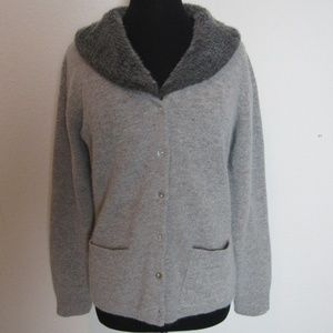 Lambs wool gray sweater with removable collar